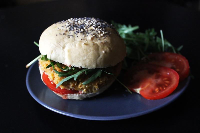Buns maison et steak végétal aux pois chiches = Veggie Burger !