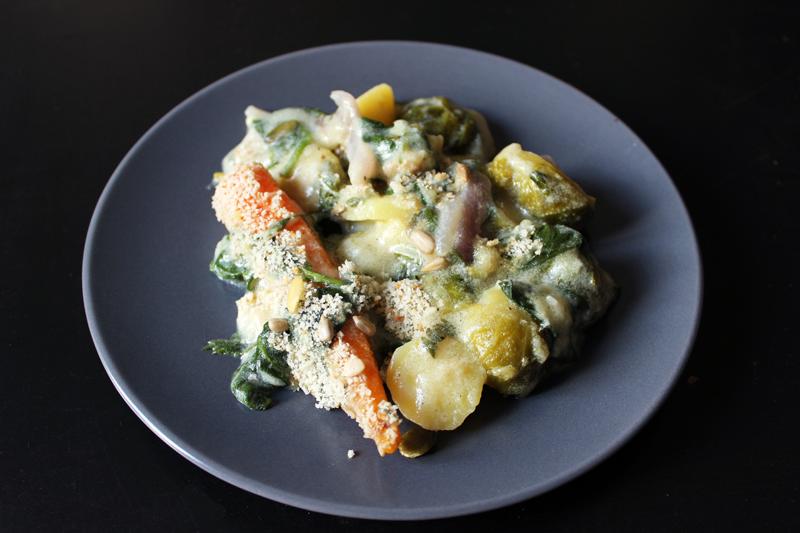 Légumes d'Hiver gratinés à la béchamel d'épinards et fanes de carottes