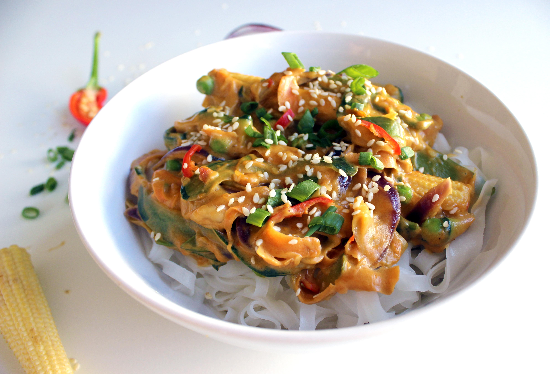Nouilles de riz cacahuètes- sésames aux légumes