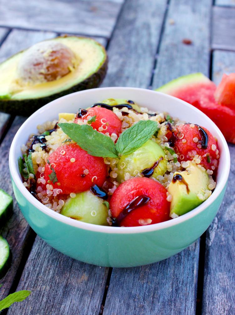 Salade de quinoa, pastèque-concombre-avocat à la menthe et sa crème balsamique