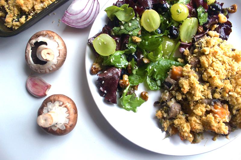 Crumble crémeux à la coriandre, champignons et patates douces