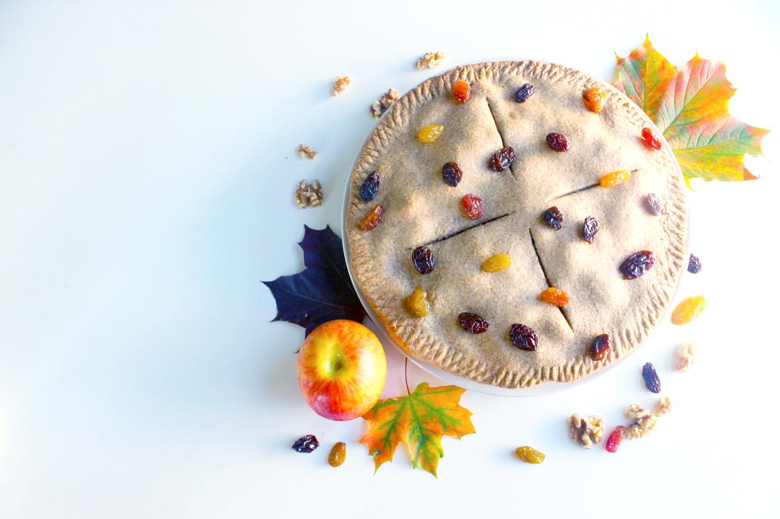 Tourte rustique aux pommes, cannelle et raisins