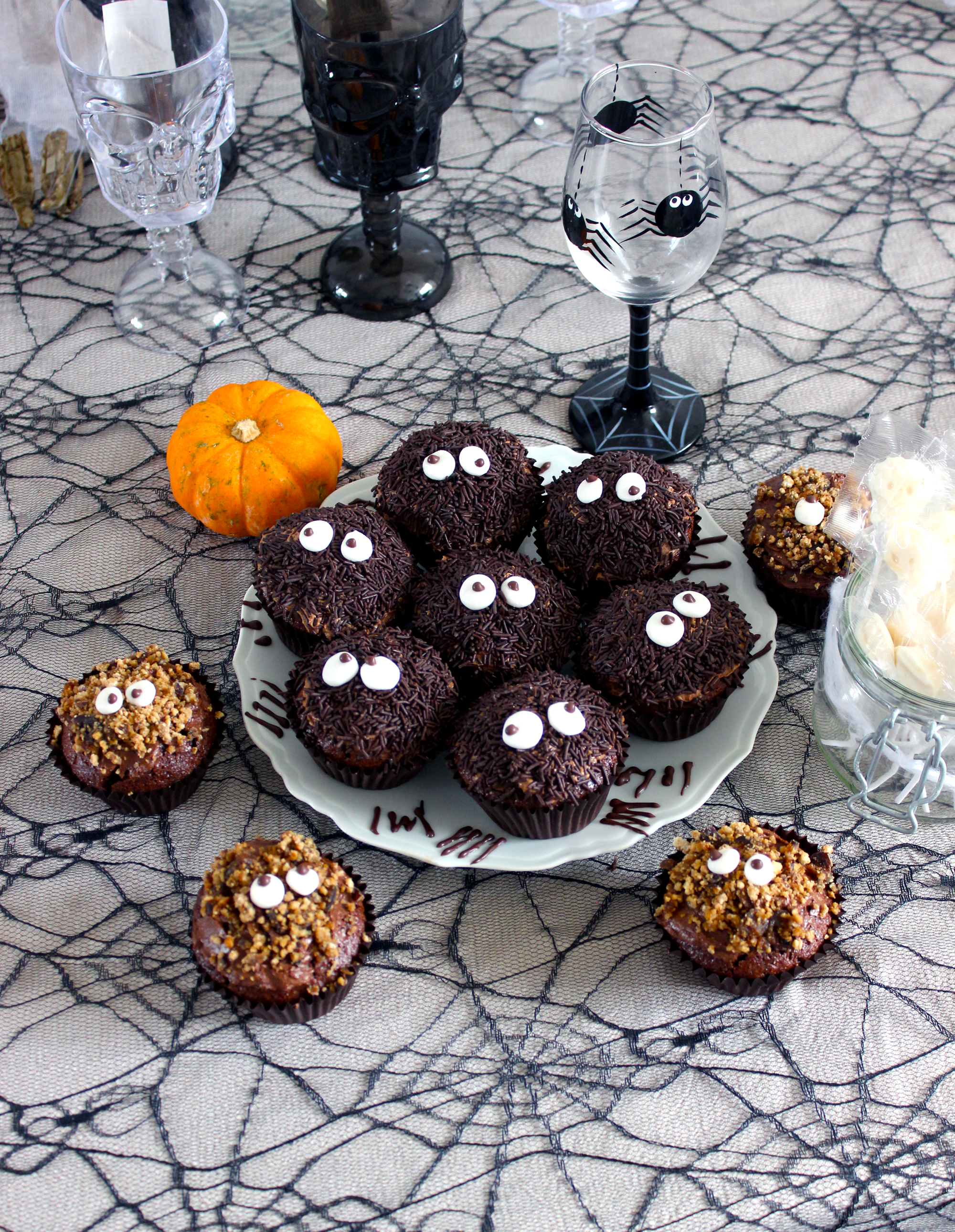 Cupcakes `Araignées' au chocolat et à la confiture de cerises