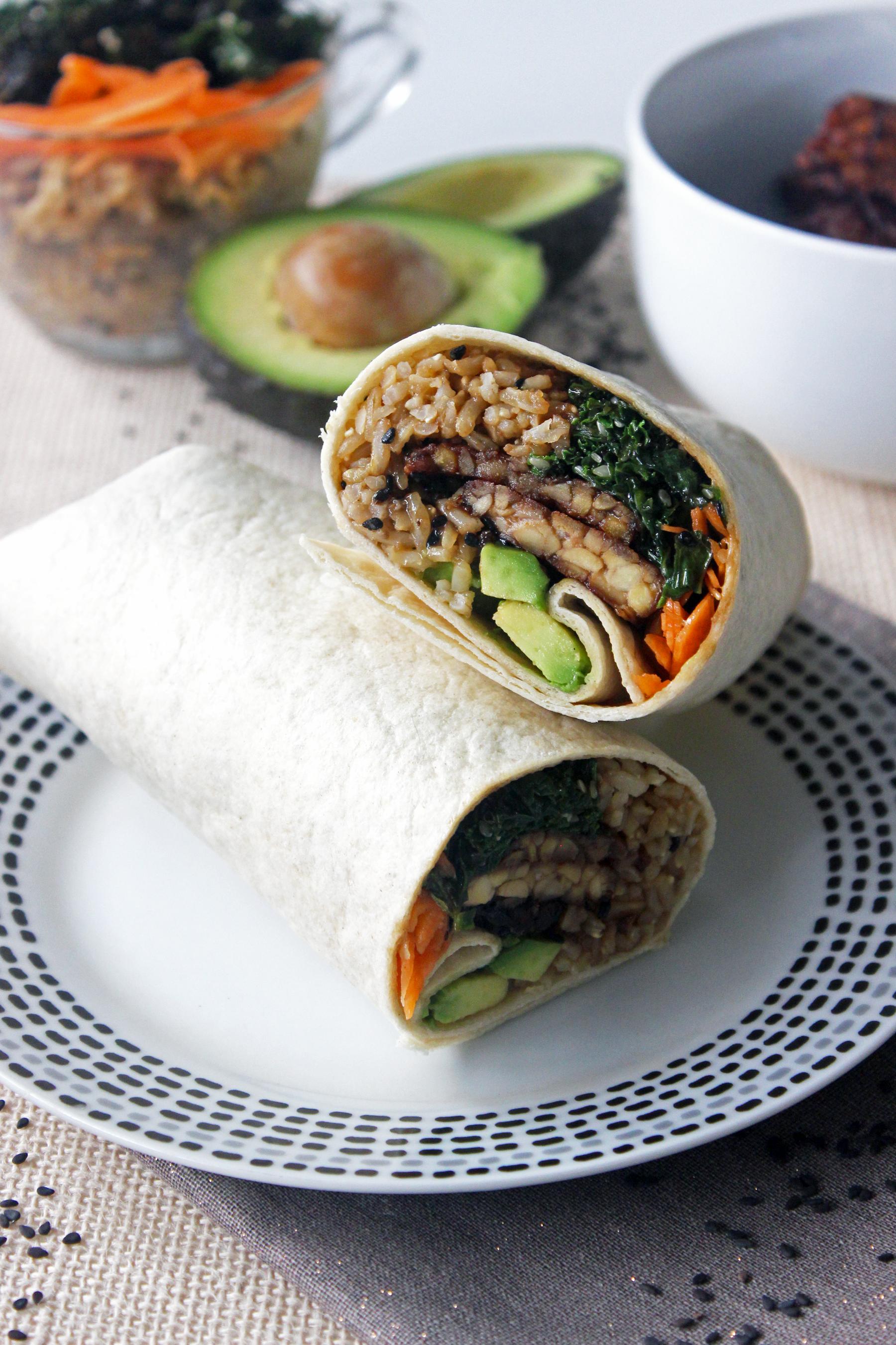 Wrap de tempeh, kale, carottes et riz complet
