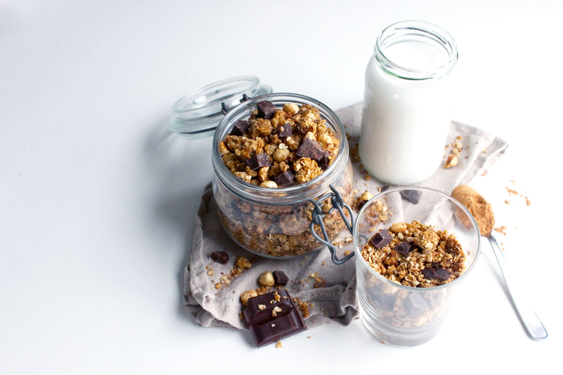 Granola maison à la cannelle, aux noisettes et pépites de chocolat