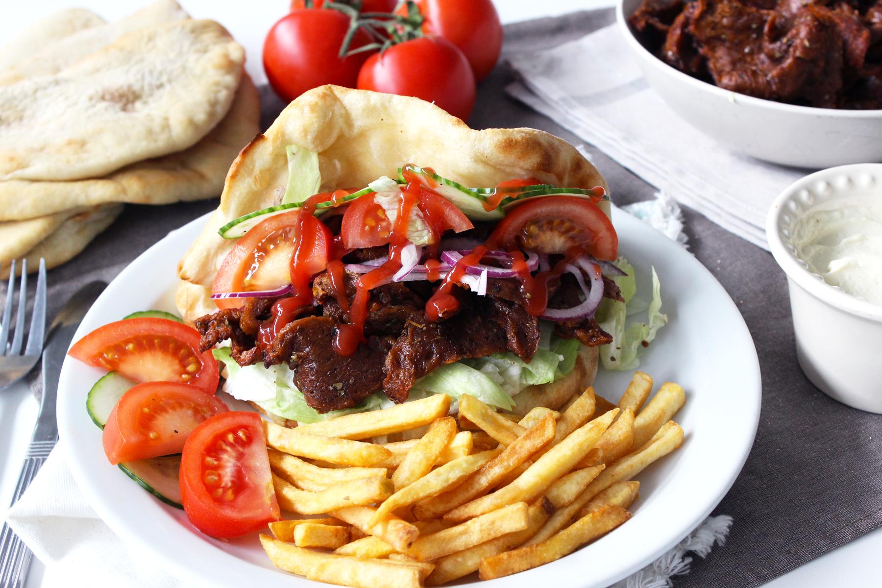 Kebab de seitan, pain maison et aïoli