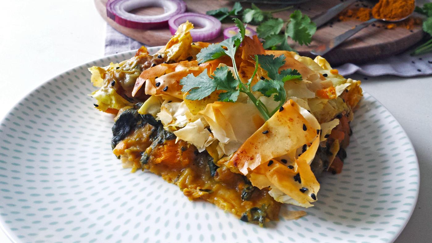 Tourte croustillante aux épinards, pois-chiches, patate douce et épices