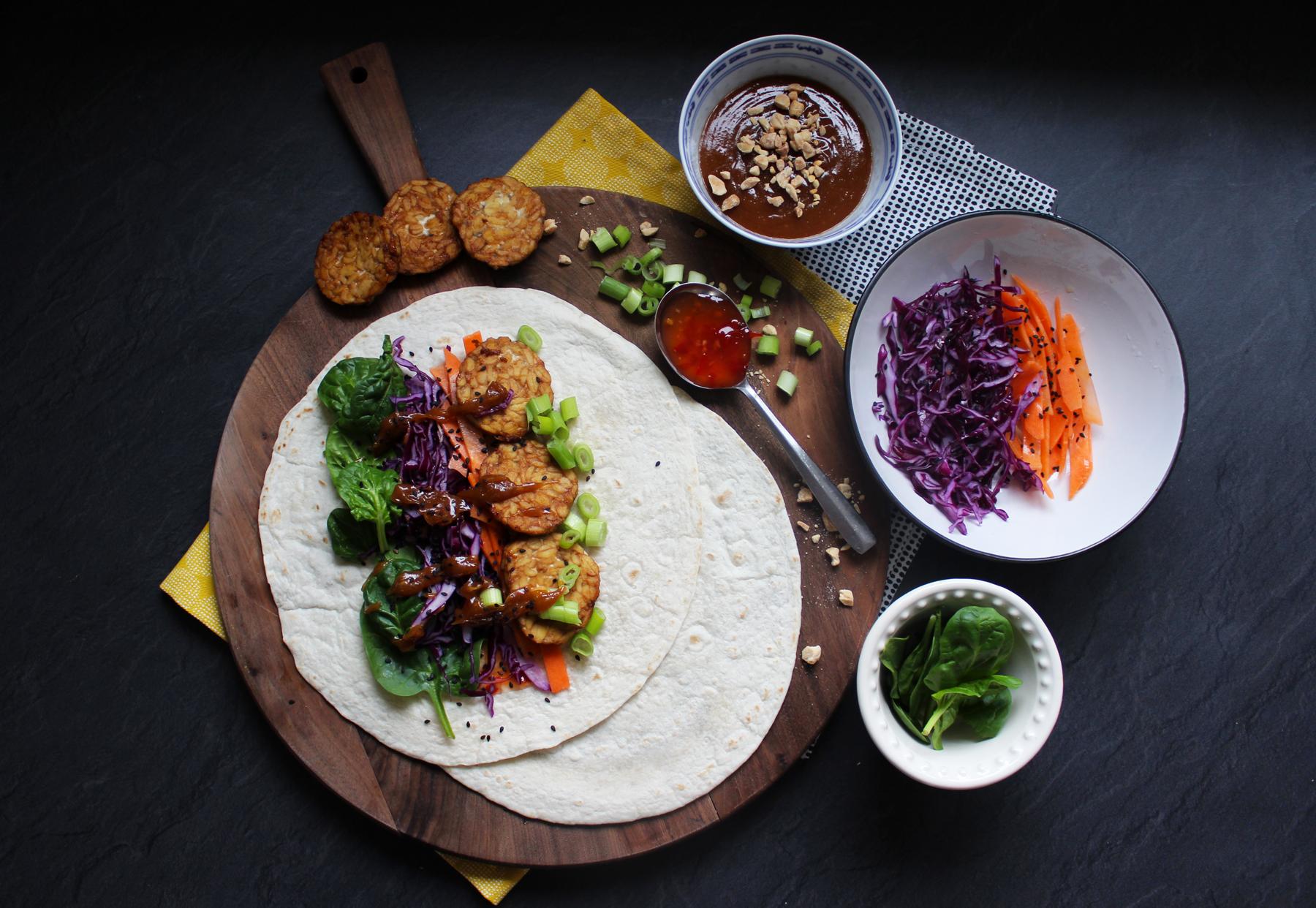 Wrap de tempeh à la sauce satay maison