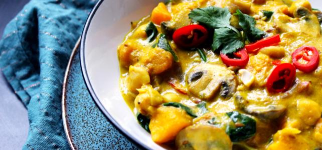 Curry de pois chiches au butternut, champignons et épinards