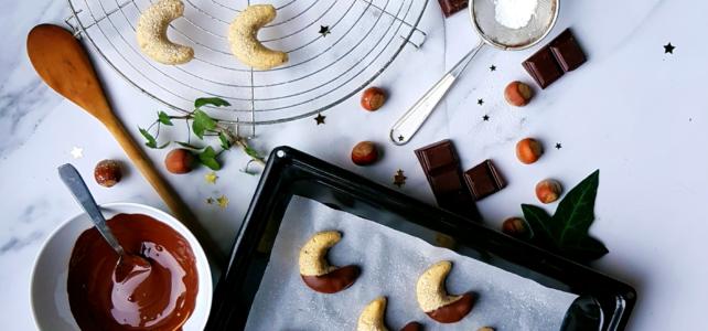 Petits biscuits «Lune de Noël» aux noisettes et au chocolat